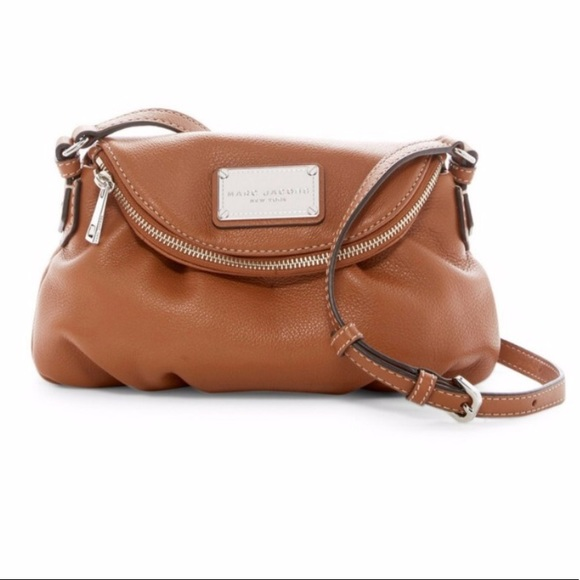 c0fc4b8970a3 Marc Jacobs classic mini leather messenger bag. M 5b42eb9f9519968208d66cce